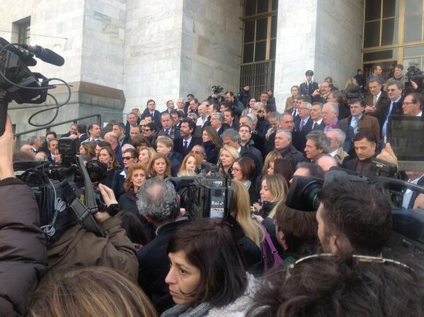 La protesta dei parlamentari del pdl contro la magistratura for Parlamentari pdl