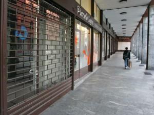 """M5s presenta la legge per chiudere i negozi durante le feste: """"Ma Pd non vuole approvarla"""""""