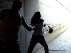 """Torino, 18enne aggredita e abusata fuori dalla discoteca: """"Salva grazie ai tacchi"""""""