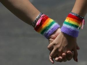 Per la Consulta si può vietare alle coppie gay di procreare