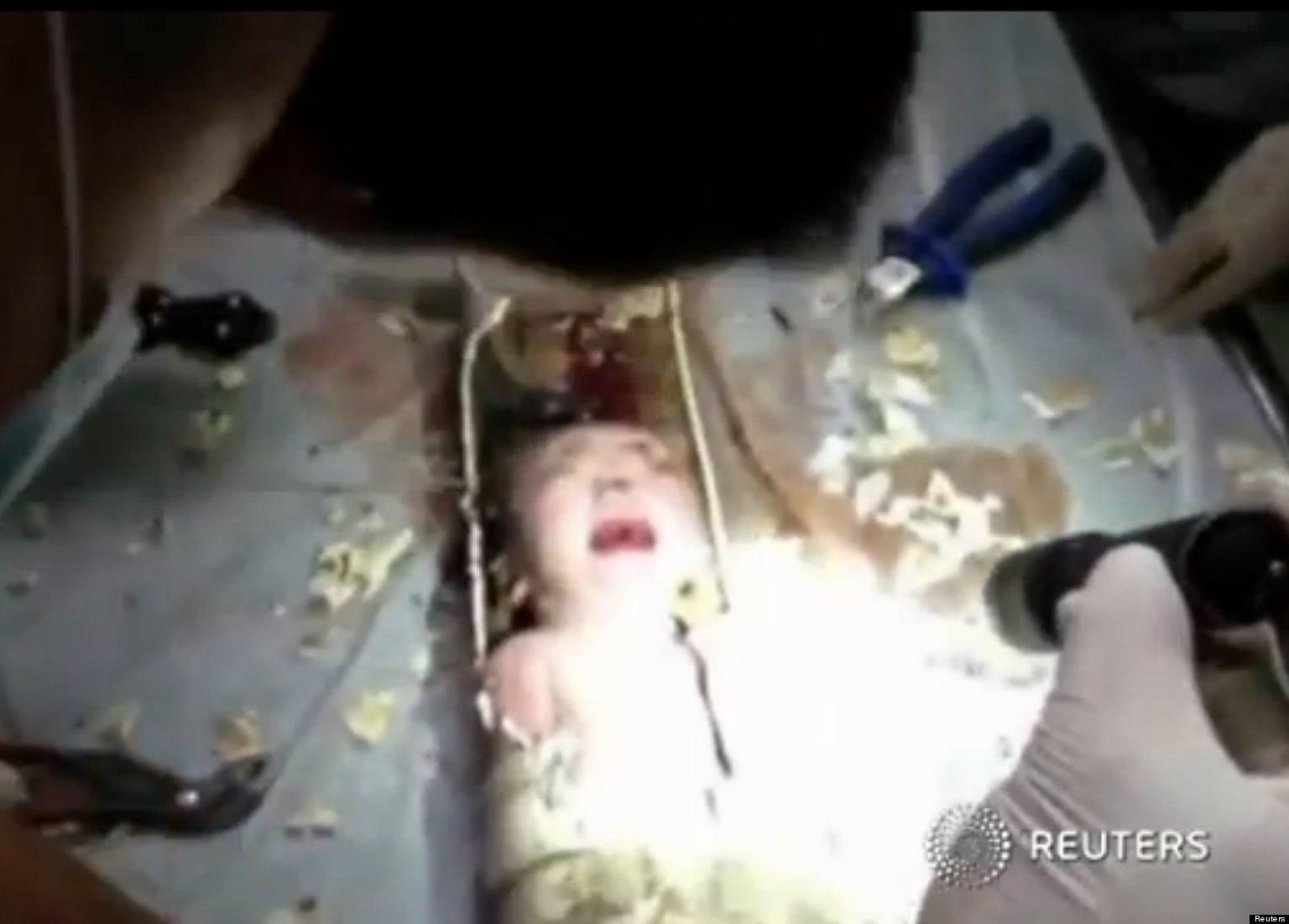 Neonato gettato nel bagno i vigili lo estraggono dal tubo video - Sciacquone bagno ...