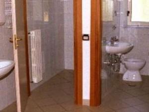 Sassari, telecamera nel bagno delle insegnanti: nei guai un operaio ...