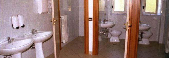 Sassari telecamera nel bagno delle insegnanti nei guai - Nel bagno della scuola ...