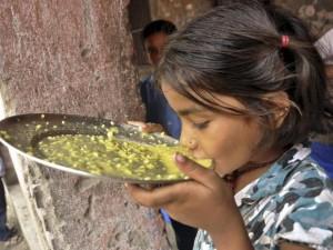 India, altri 20 bambini intossicati a scuola