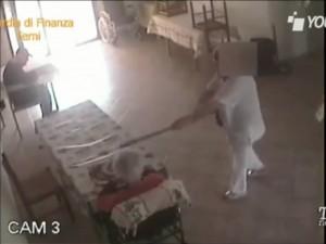 """Rimini, violenze sugli anziani in una casa di riposo: """"Se su"""