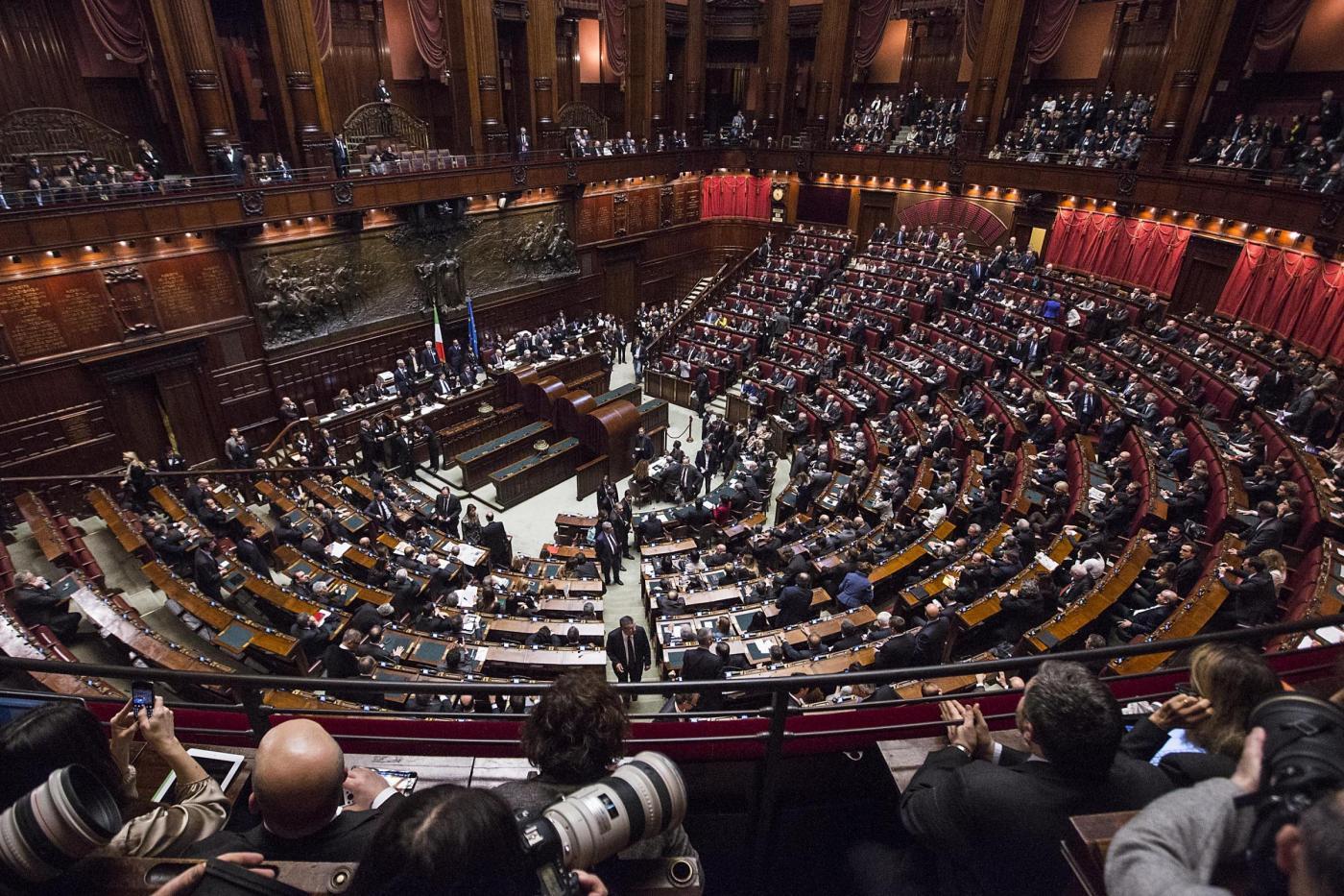 I parlamentari italiani guadagnano sei volte di pi del for I parlamentari italiani