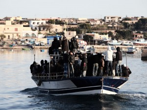 Sbarchi fantasma, sgominate 2 cellule criminali: migranti co