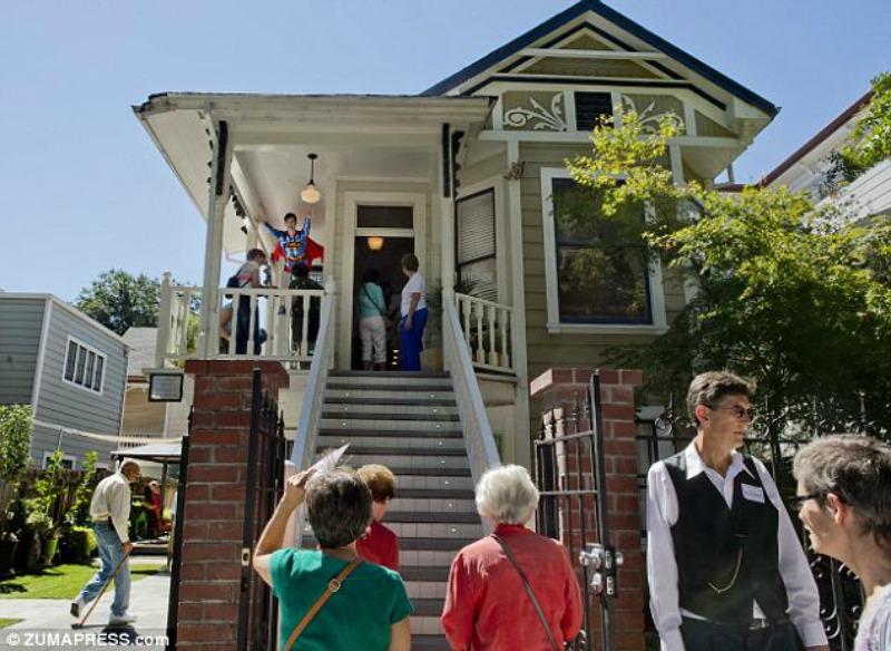 La casa della vecchietta killer diventa un 39 attrazione for Arredamento della casa con la a