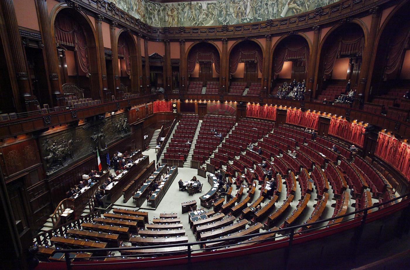 Tagli alla camera dei deputati risparmi per un totale di for Composizione camera dei deputati