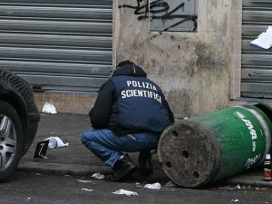 Maxi rissa a colpi di bastoni e spranghe. Per 50 euro