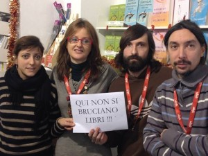 """Savona, i forconi in libreria: """"Chiudete, bruciate i libri"""""""