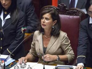 """Il decreto Imu – Bankitalia è legge, caos in aula. Il M5S: """"Picchiata una nostra deputata"""""""