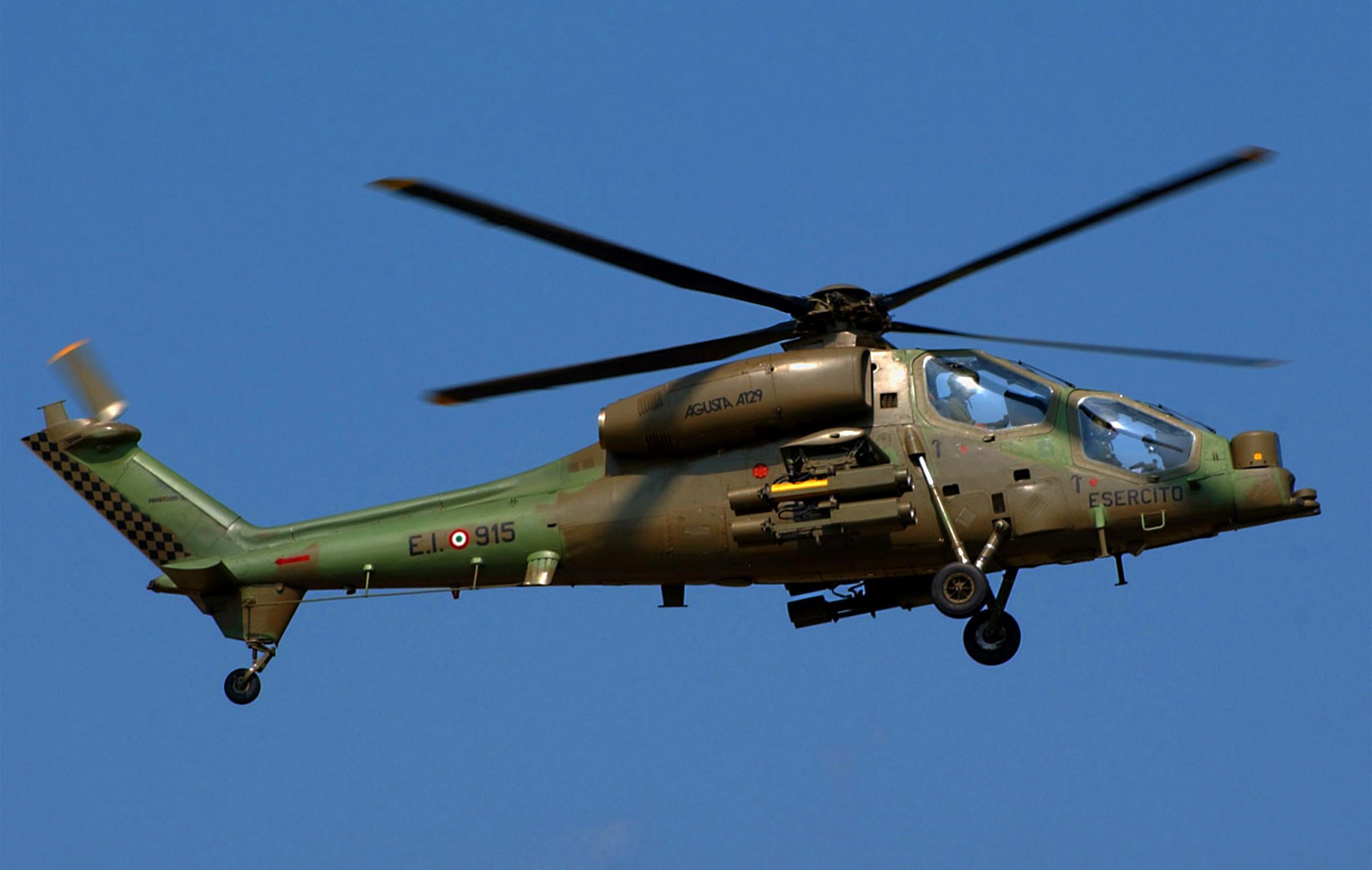 Elicottero 205 : Rimini prende fuoco elicottero dell esercito feriti uno è grave