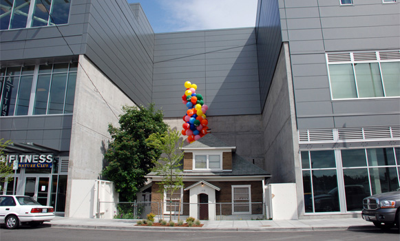 Una 84enne rifiuta di vendere casa gli costruiscono un centro commerciale intorno - Vendere una casa ricevuta in donazione ...