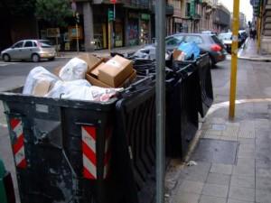 """Bari, donna pulizie getta opere d'arte nei rifiuti: """"Pensavo fossero spazzatura"""""""