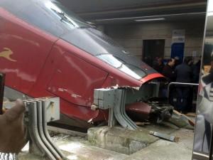 Napoli treno italo si schianta in stazione paura a - Binario italo porta garibaldi ...