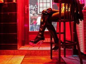 Torino, facevano prostituire minorenni: tra gli indagati il