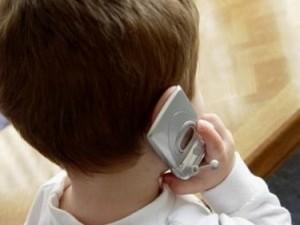 Torino, il papà picchia la mamma: a 12 anni chiama i carabin