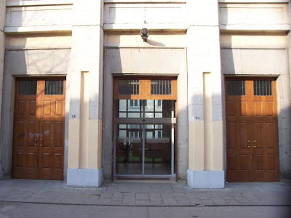 Vicenza 15enne si butta dalla finestra della scuola - Si butta dalla finestra milano ...
