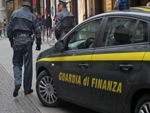 Foggia, scontro tra scooter e auto della Guardia di Finanza:
