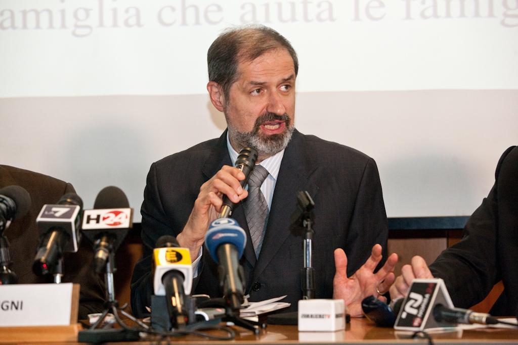 Il responsabile della struttura di cesano boscone in for Struttura politica italiana