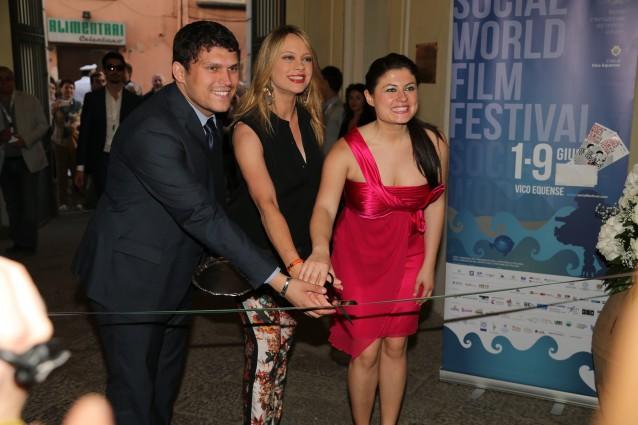 Anna Falchi con Giuseppe Alessio Nuzzo direttore del Social World Film Festival
