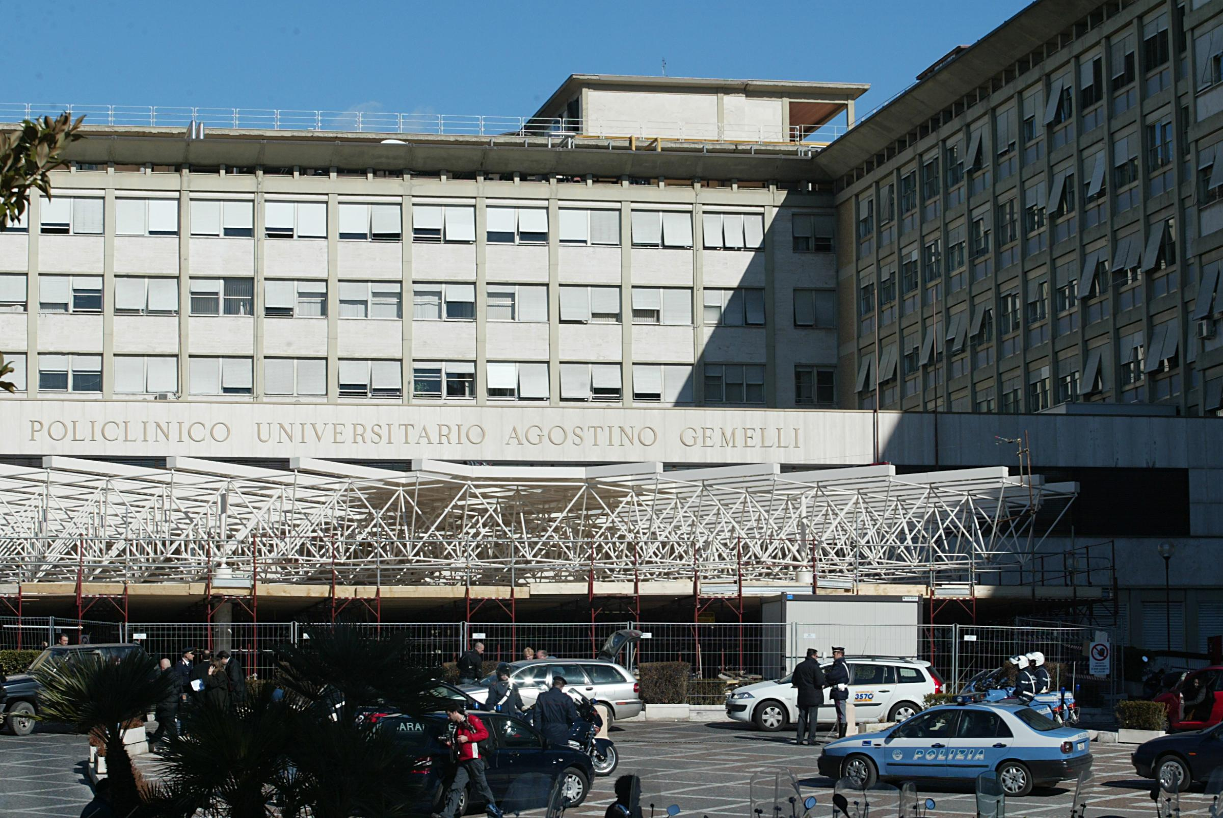 Due pazienti affetti da tbc fuggono dall 39 ospedale gemelli - Gemelli diversi un altro ballo ...