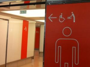 Cartello Per Bagno Donne : Negli aeroporti parigini nuova segnaletica anti sessista: anche i