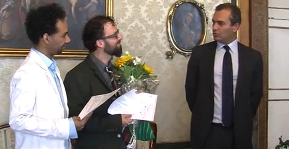 Matrimonio Simbolico All Estero : Roberto e miguel primo matrimonio gay registrato dal comune di napoli