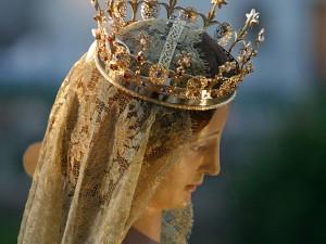 In Calabria la Madonna portata in processione fa l'inchino al boss
