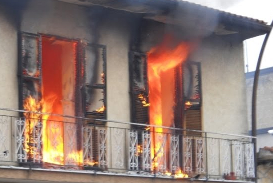 Modena sente odore di gas e va in cucina a controllare l 39 impianto gli esplode addosso - Odore di fogna in casa cause ...