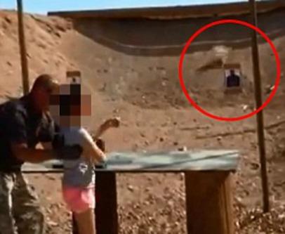 """""""Ti faccio vedere come si spara"""": a 9 anni uccide l'istruttore di tiro (VIDEO)"""