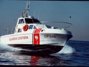 Migranti, l'Italia cede 12 unità navali alla Libia: cosa pre