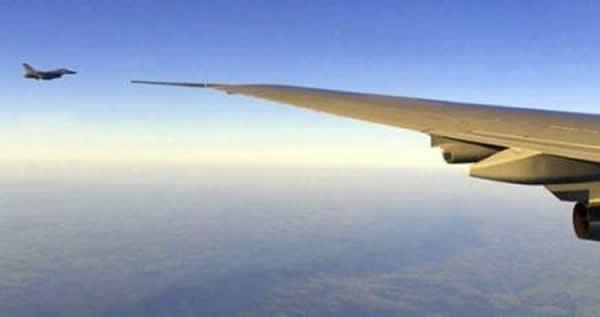Aereo Di Linea Affiancato Da Caccia : Allarme bomba aereo fatto atterrare a fiumicino dai