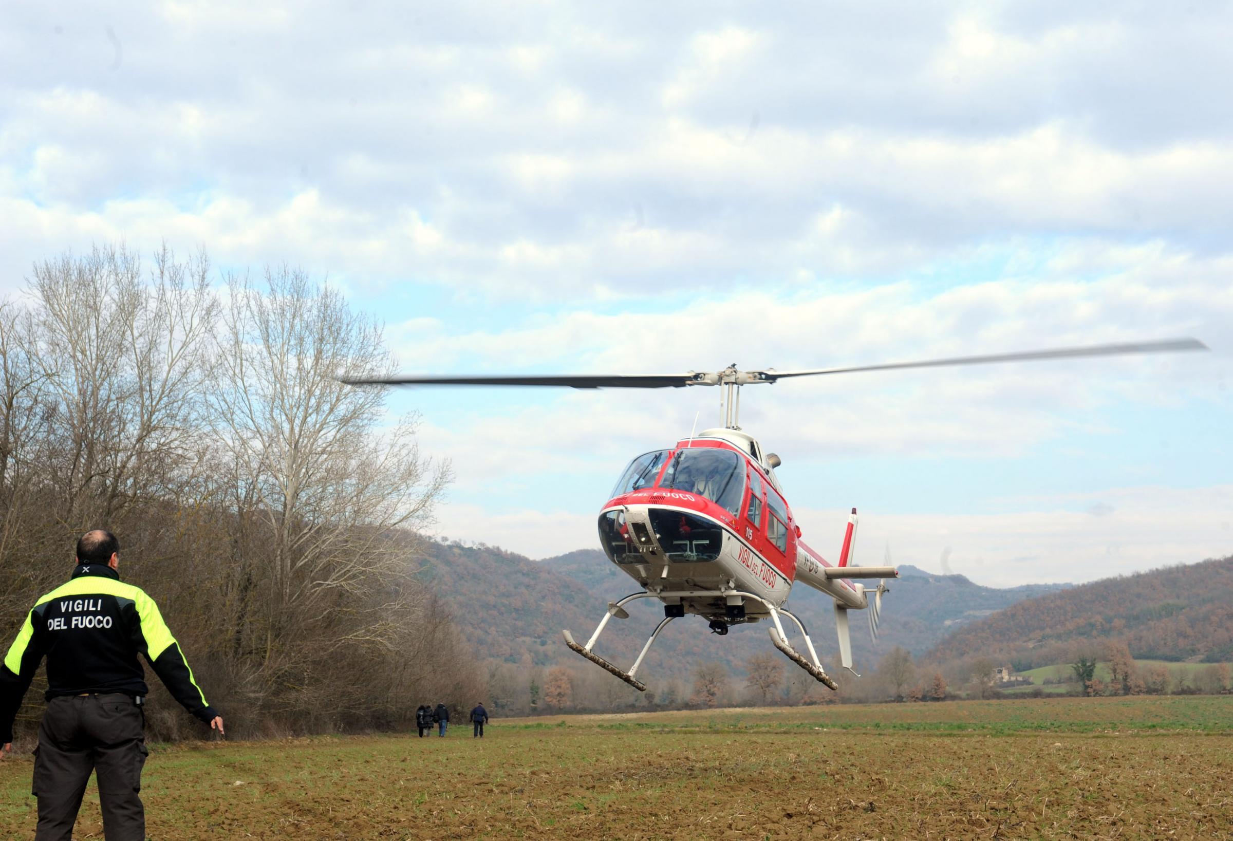 Elicottero Privato : Vercelli incidente alla festa dell aria cade elicottero