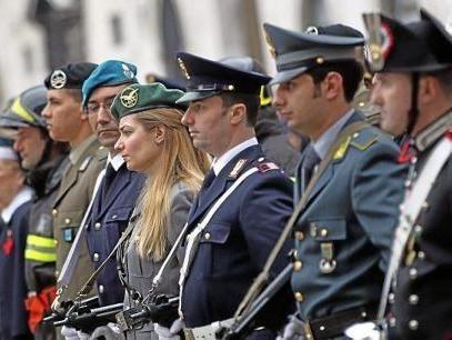 Renzi vuole fondere la finanza coi carabinieri e la for Nomi delle donne della politica italiana