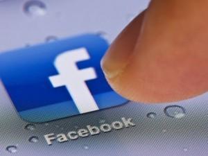 Facebook aggiunge l'icona per i matrimoni gay, anche in Italia.