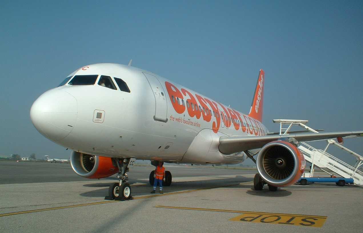 Prenotare voli easyjet in pochi minuti facile e conveniente - Easyjet cosa si puo portare in aereo ...