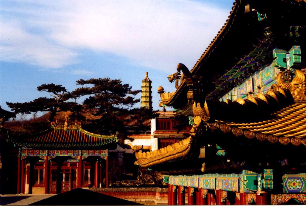 statua di confucio in cina il grande filosofo nel centro