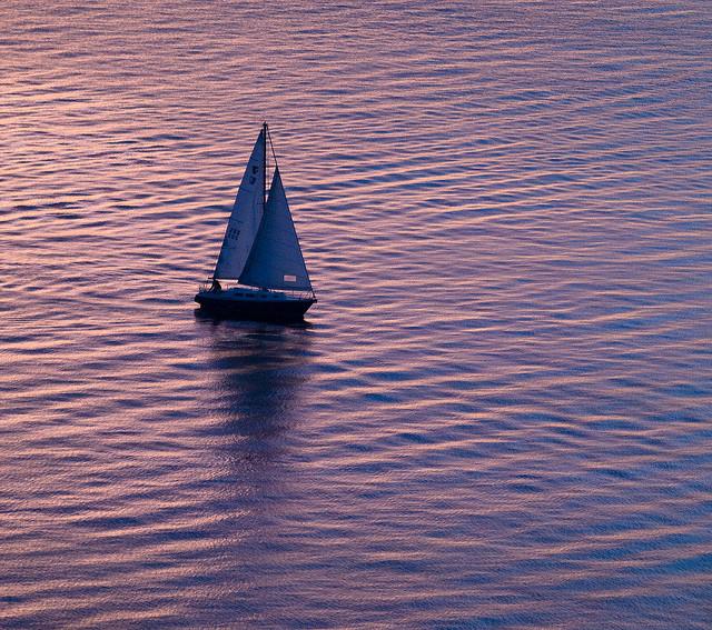 Liz clark da 10 anni gira il mondo da sola in barca a vela for Parti di una barca a vela