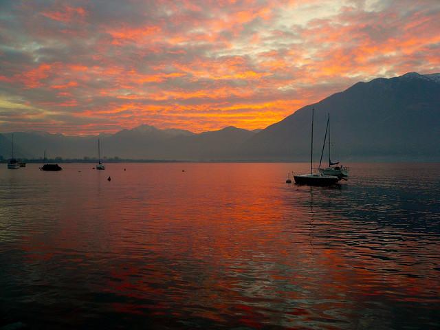 Gli impressionanti spettacoli della natura sui laghi del for Disegni di laghi