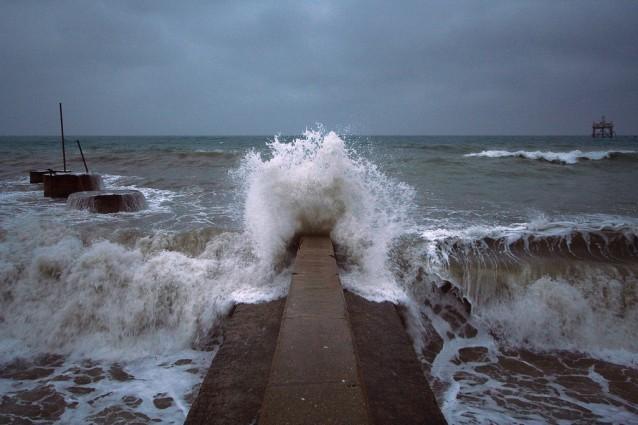La maestosit del mare in tempesta - Sopra un mare di specchi si vola ...