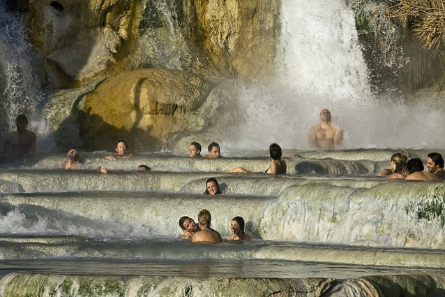 https://static.fanpage.it/travelfanpage/wp-content/uploads/2012/02/Terme-di-Saturnia-638x425.jpg