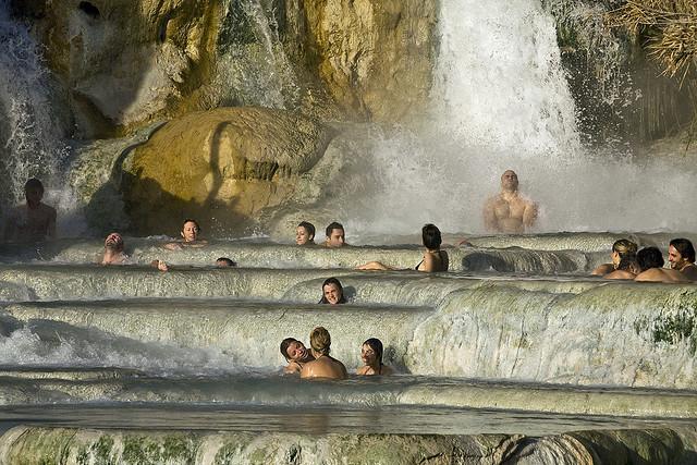 Benessere e bagni senza pagare un giro per le terme gratis in italia - Terme libere bagni di lucca ...