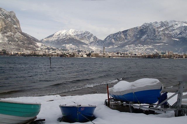 lago di como in inverno