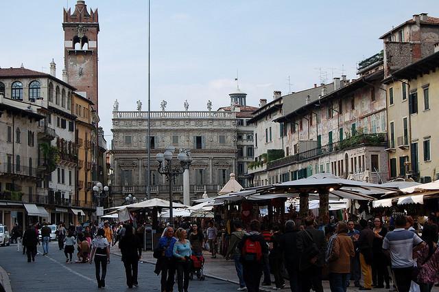 Verona i luoghi da visitare nella citt di romeo e giulietta for Mercatini antiquariato verona