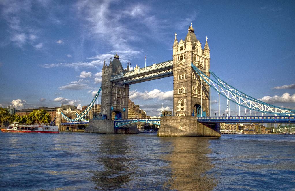 visitare il tower bridge e la torre di londra nel borough di tower hamlets. Black Bedroom Furniture Sets. Home Design Ideas