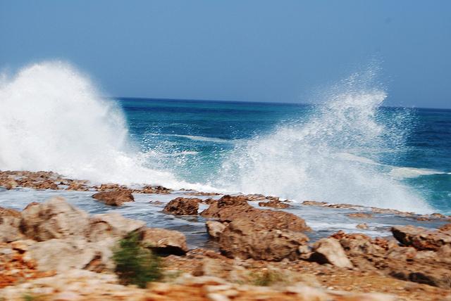 L'acqua dell'Oceano Indiano bagna le splendide spiagge di Socotra