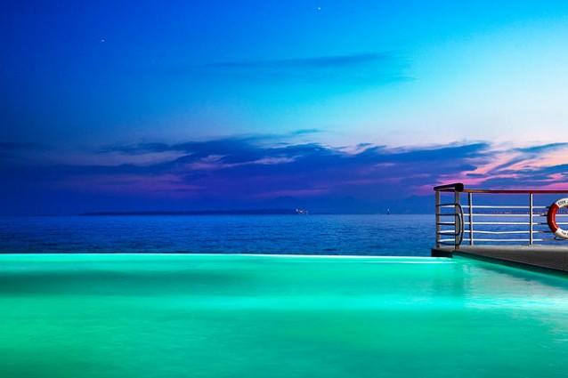 Le pi belle piscine affacciate sul mare classifica for Foto meravigliose del mondo