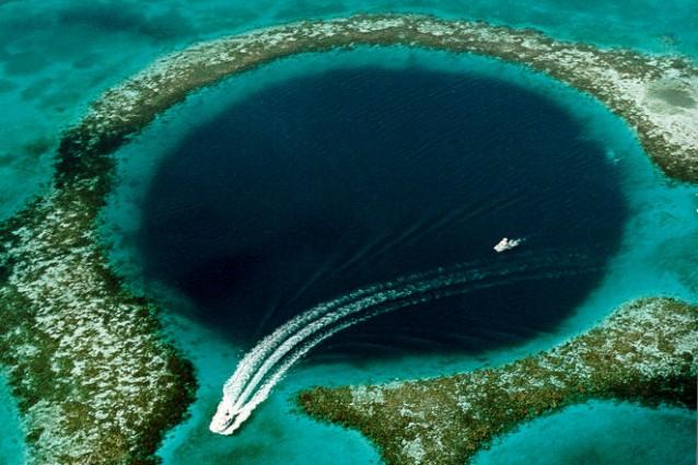 L'immenso buco blu nel Mare dei Caraibi